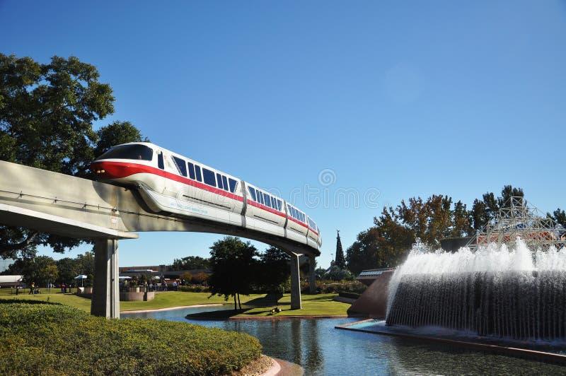 Trem do monotrilho de Disney em Epcot fotografia de stock