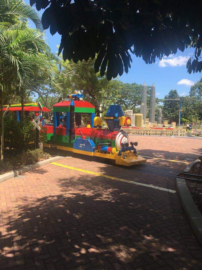 Trem do parque em Legoland Malásia foto de stock
