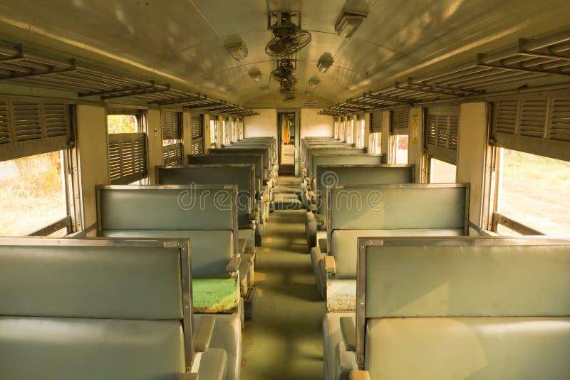 Trem do transporte da terceira classe do vagão de Tailândia imagem de stock royalty free