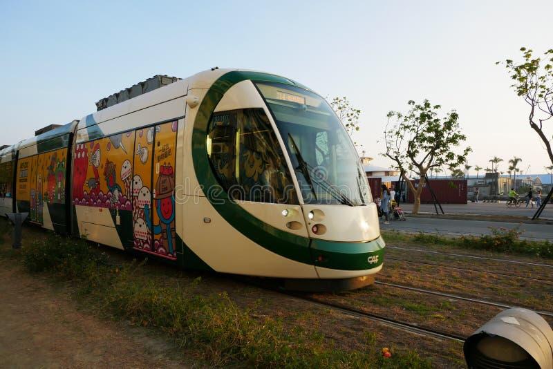 Trem do trilho da luz de Kaohsiung foto de stock