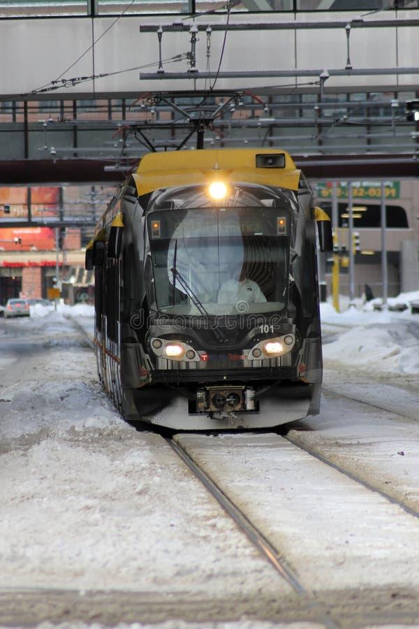 Trem do trilho da luz de Minneapolis no inverno imagens de stock