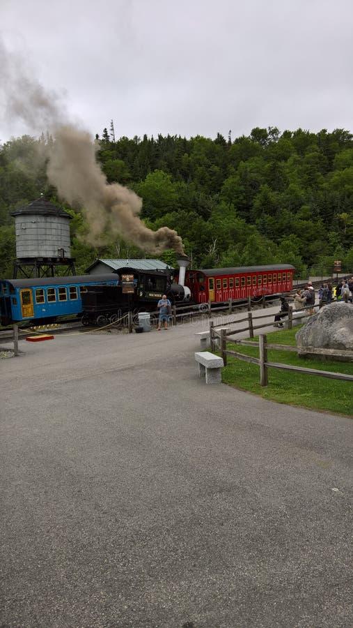 Trem do vapor até a montagem Washington imagens de stock royalty free