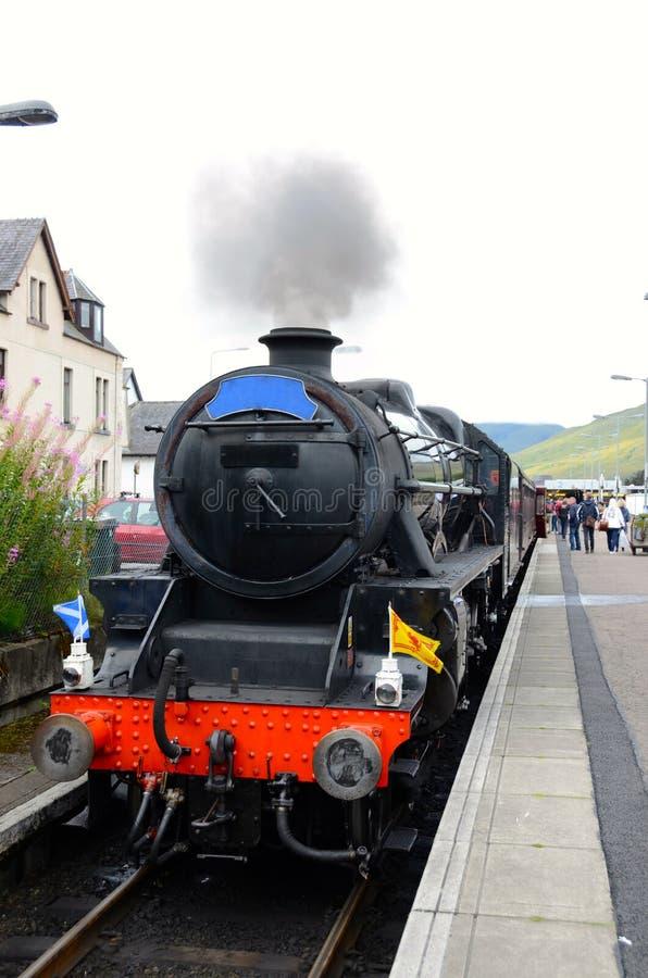 Trem do vapor de Jacobite na estação de Fort William. imagem de stock royalty free