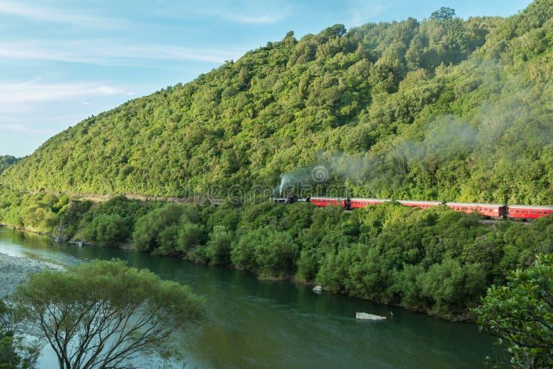 Trem do vapor do desfiladeiro de Manawatu fotografia de stock royalty free