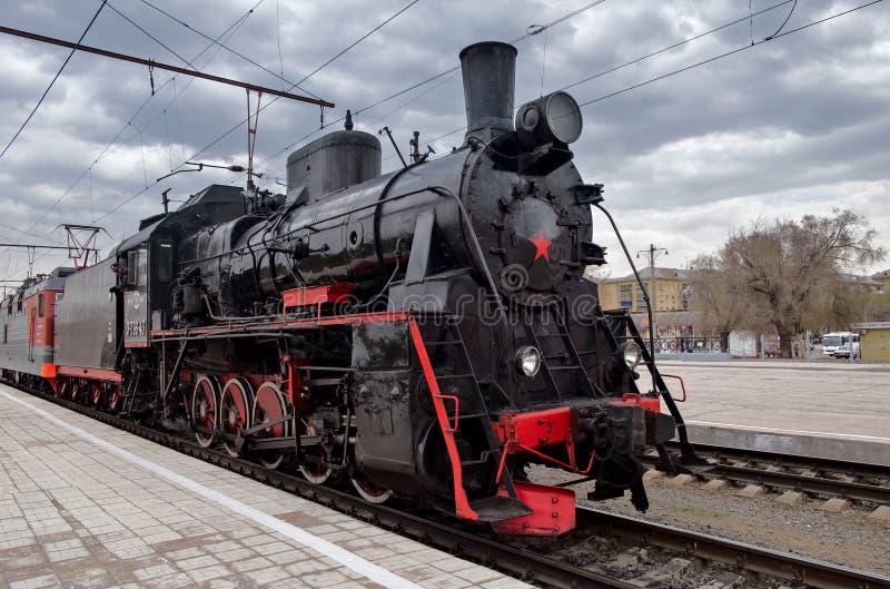 Trem do vapor do vintage na parada em honra do dia da vitória fotografia de stock
