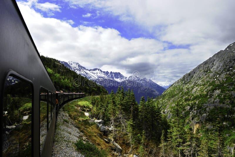 Trem do vintage fora de Skagway Alaska imagens de stock royalty free