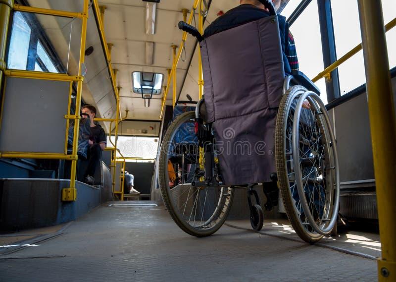 Trem dos povos com inabilidades no ônibus fotografia de stock royalty free