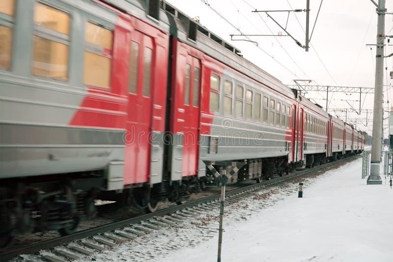 Download Trem suburbano imagem de stock. Imagem de inverno, trilho - 29833957