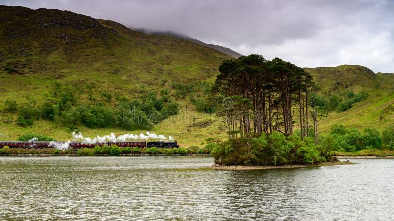 Trem em Escócia, trem do vapor de Harry Potter de Jacobite fotos de stock