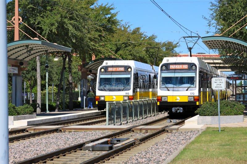 Trem leve Dallas Texas do trilho fotografia de stock