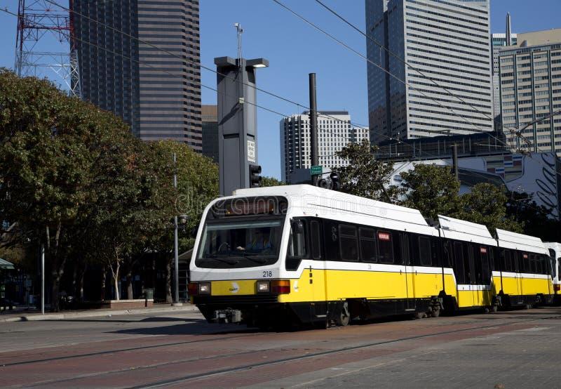 Trem leve do trilho em Dallas fotos de stock royalty free