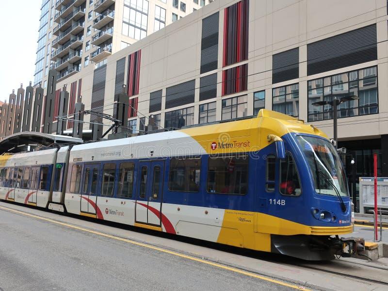 Trem leve do trilho em Minneapolis do centro imagem de stock royalty free
