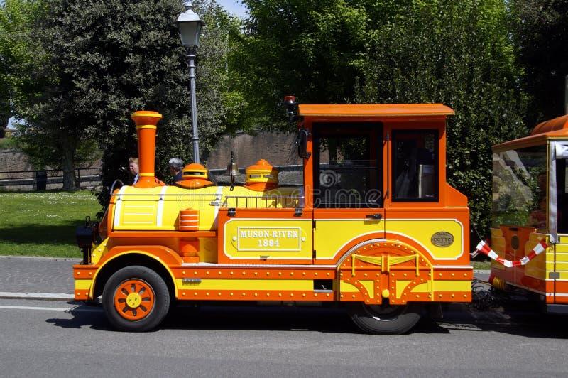 Trem locomotivo do turista Trackless ou trem de Dotto fotos de stock royalty free