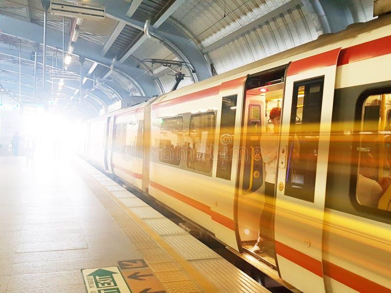 Trem maciço do MRT do trânsito rápido de Banguecoque Tailândia, em julho de 2018 fotografia de stock