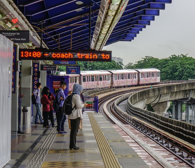 Trem maci?o do MRT do tr?nsito r?pido de Mal?sia imagens de stock