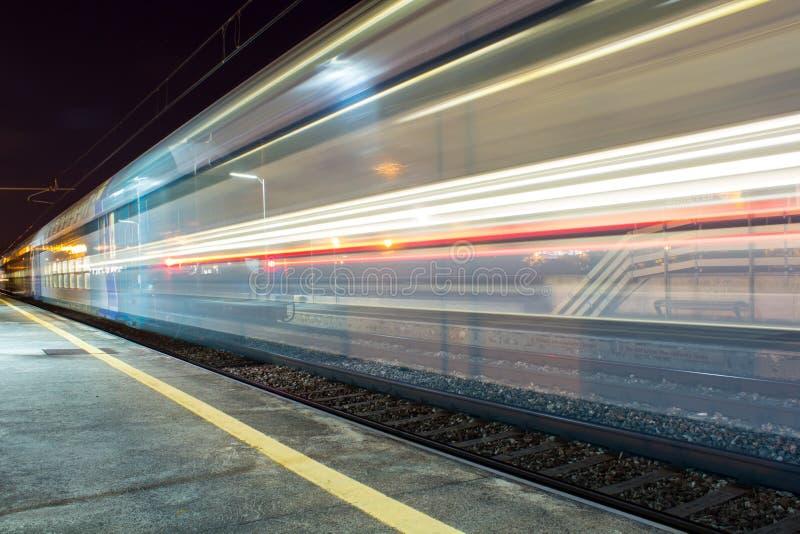 Trem movente foto de stock