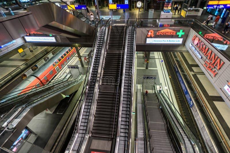 Trem movente rápido fotos de stock royalty free