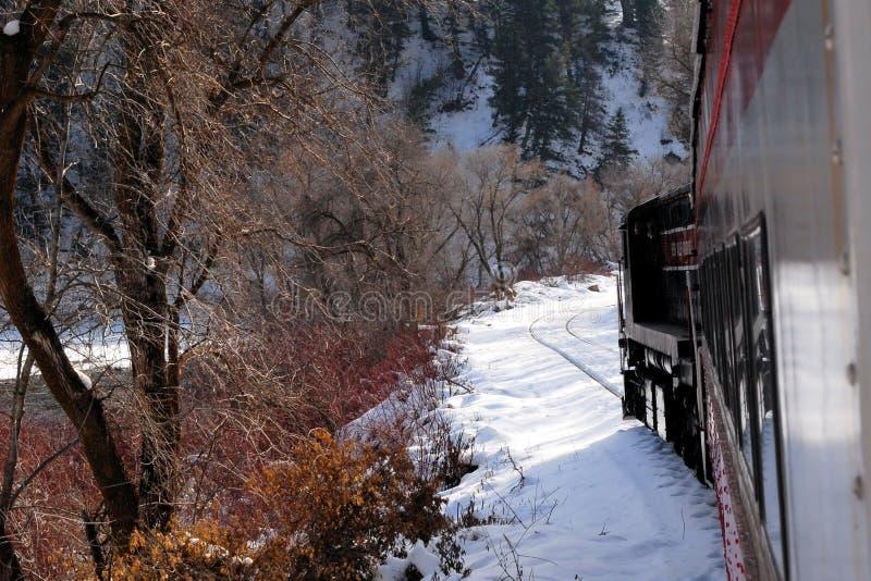 Trem na costa do lago imagens de stock