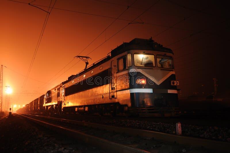 Trem na noite imagens de stock