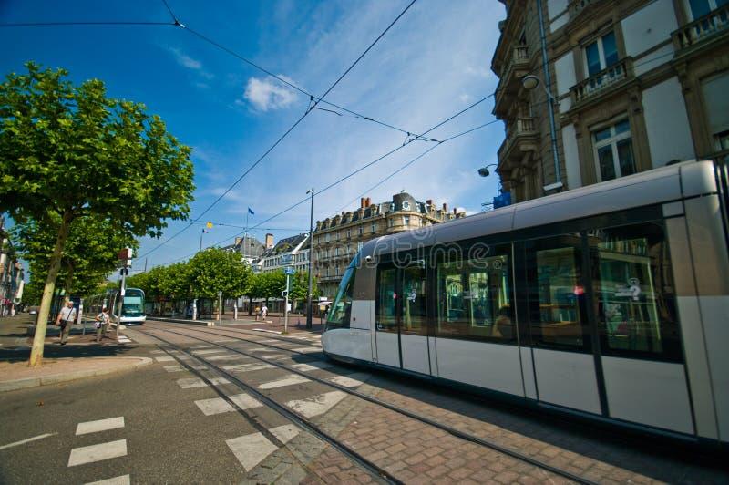 Trem na rua, marco francês de Strasbourg imagem de stock