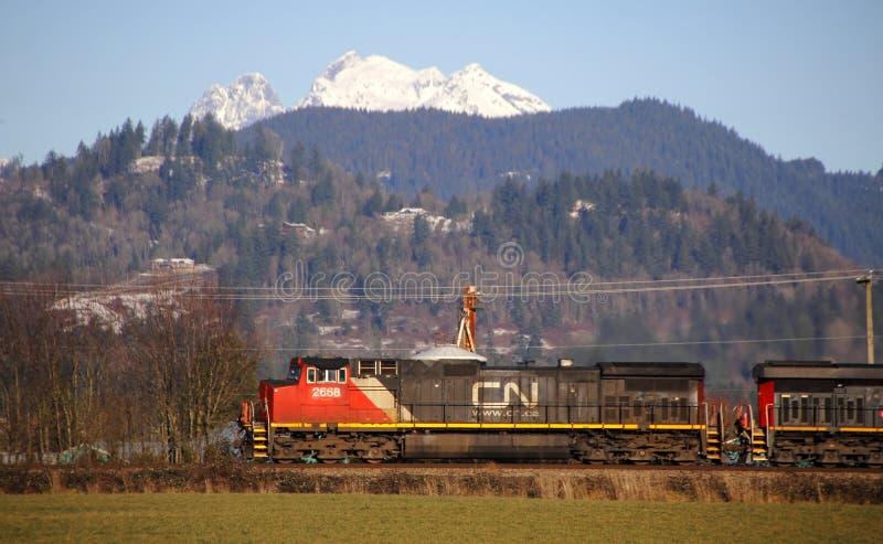 Trem nacional canadense e paisagem imagens de stock royalty free