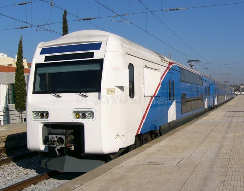 Download Trem. Ponte dobro imagem de stock. Imagem de commuter, elétrico - 54159