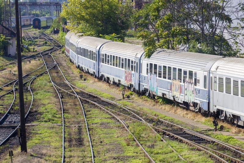 Trem romeno no depósito imagens de stock