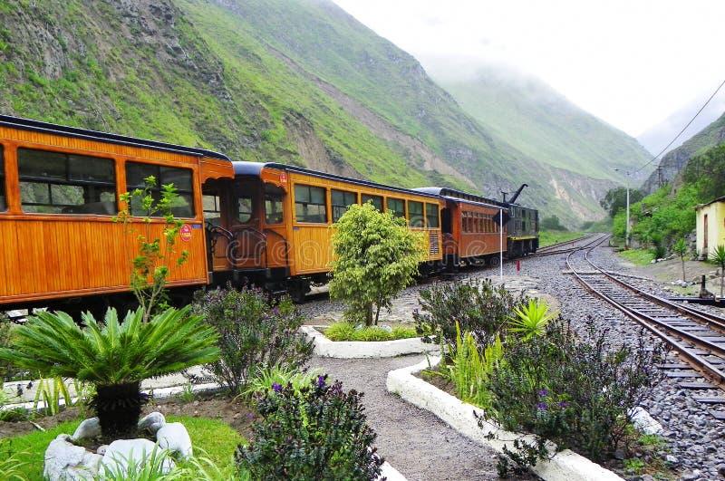 Trem turístico no nariz do diabo da estação, Equador foto de stock royalty free
