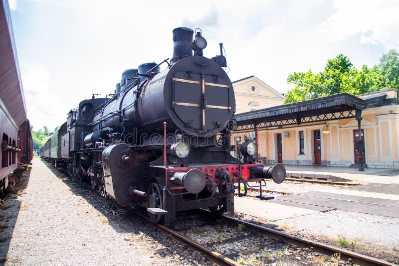 Trem velho do vapor na operação foto de stock