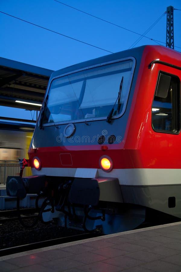 Trem vermelho moderno foto de stock
