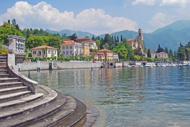 Tremezzo, lac Como, arrivant voient, l'Italie photographie stock