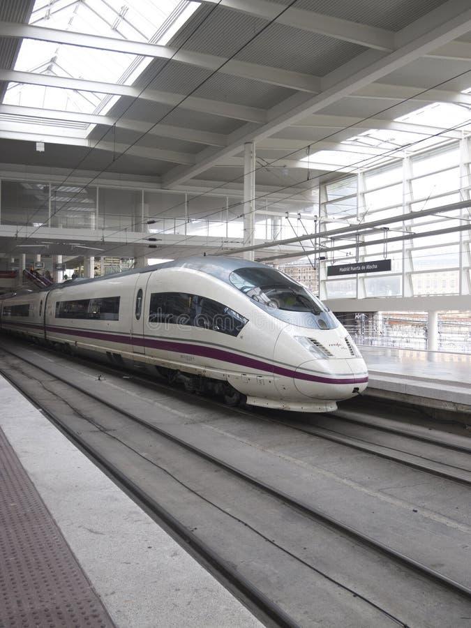 Tren de alta velocidad en la estación de Atocha fotos de archivo libres de regalías