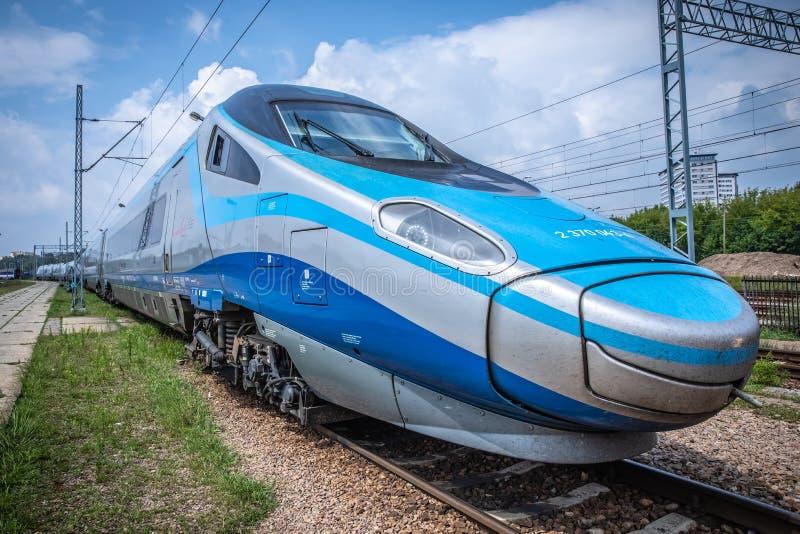 Tren de alta velocidad interurbano Pendolino de PKP imagen de archivo