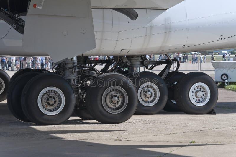 Tren de aterrizaje de aviones A380 imagen de archivo