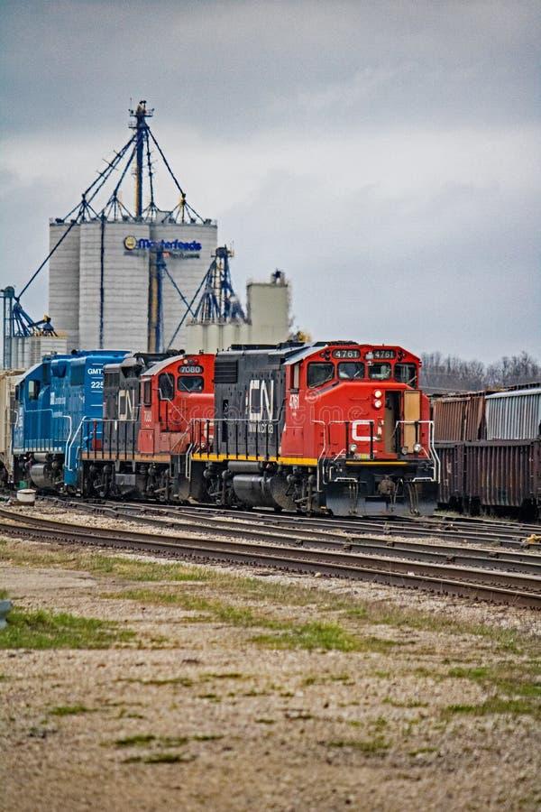 Tren de carga del NC en Stratford, yardas del carril de Ontario fotos de archivo libres de regalías