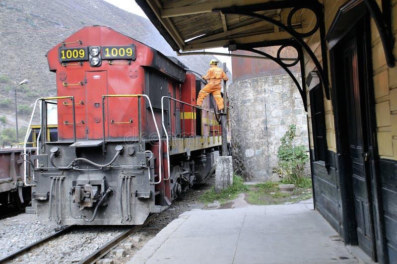 Tren de carga en la estación de Matucana Salir de Lima imagen de archivo libre de regalías