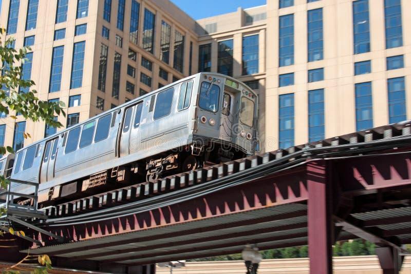 Tren de cercanías elevado en Chicago imagen de archivo