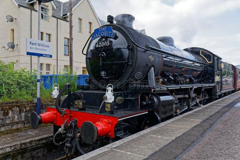 Tren de Jacobite en el fuerte William Station - Escocia imagenes de archivo