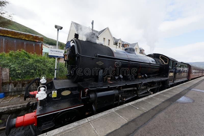 Tren de Jacobite en el fuerte William Station - Escocia fotografía de archivo