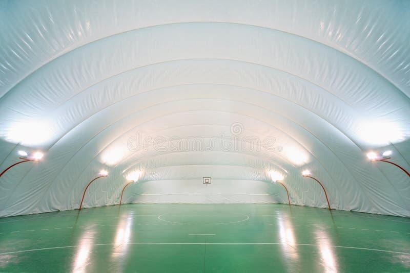 Tren de la gente en tierra de deportes de interior imagenes de archivo