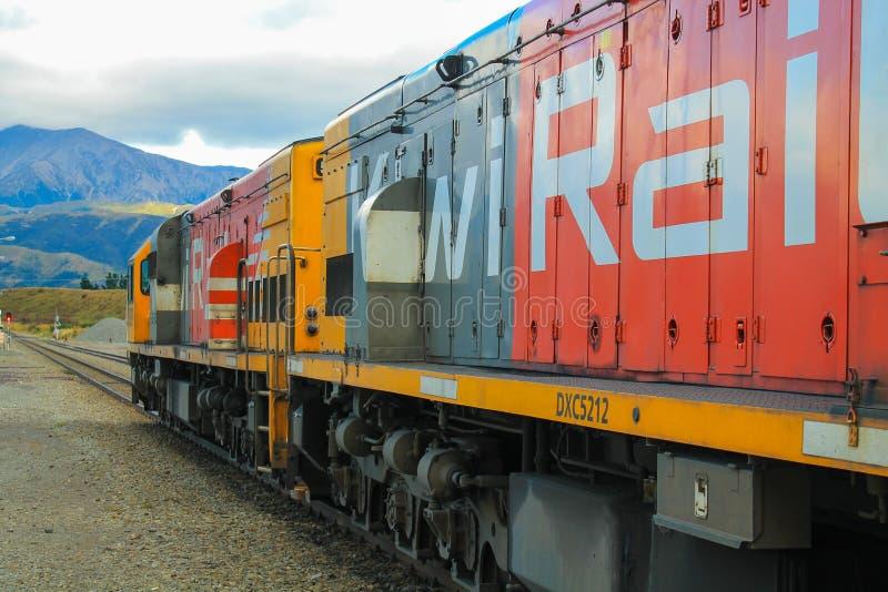 Tren de la montaña de Nueva Zelanda Tranzalpine fotografía de archivo libre de regalías