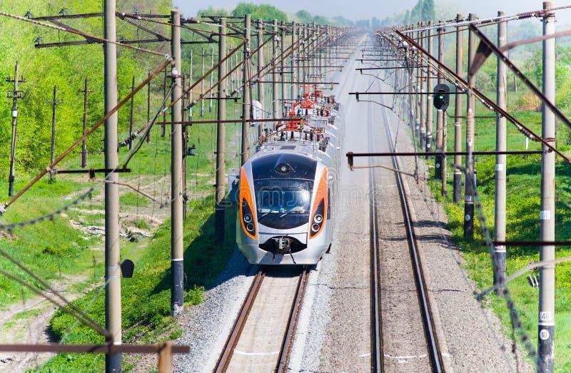 Tren de pasajeros rápido moderno fotos de archivo libres de regalías