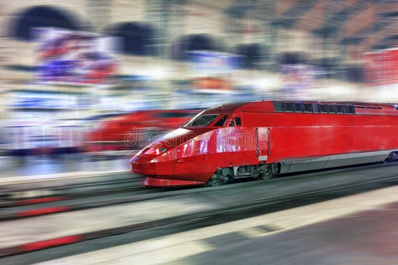 Tren de pasajeros rápido moderno. fotos de archivo