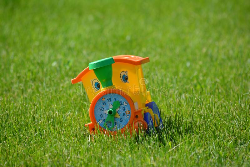 Tren del juguete de los viejos niños pequeño imágenes de archivo libres de regalías