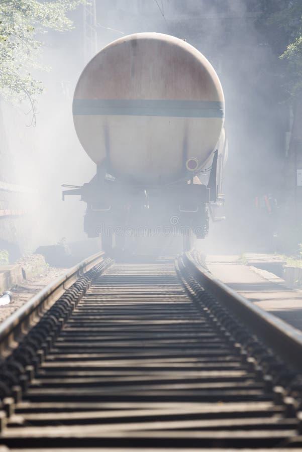 Tren del petrolero en ferrocarril del fuego imágenes de archivo libres de regalías