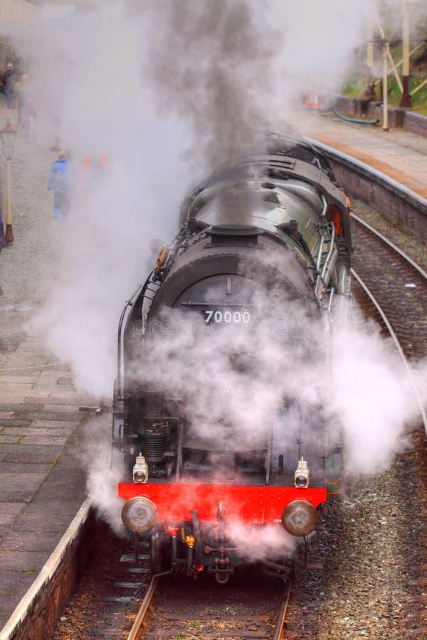 Tren del vapor en la estación 2 imagen de archivo libre de regalías