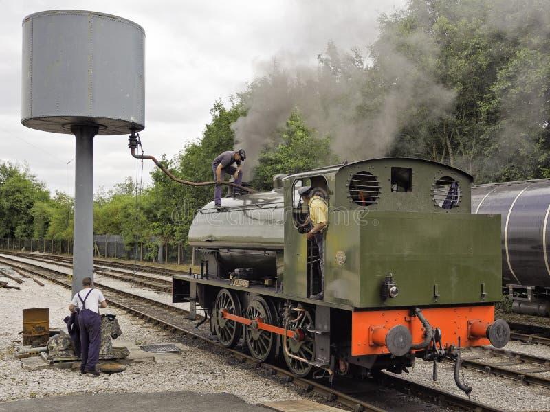 Tren del vapor que toma en el agua imagen de archivo