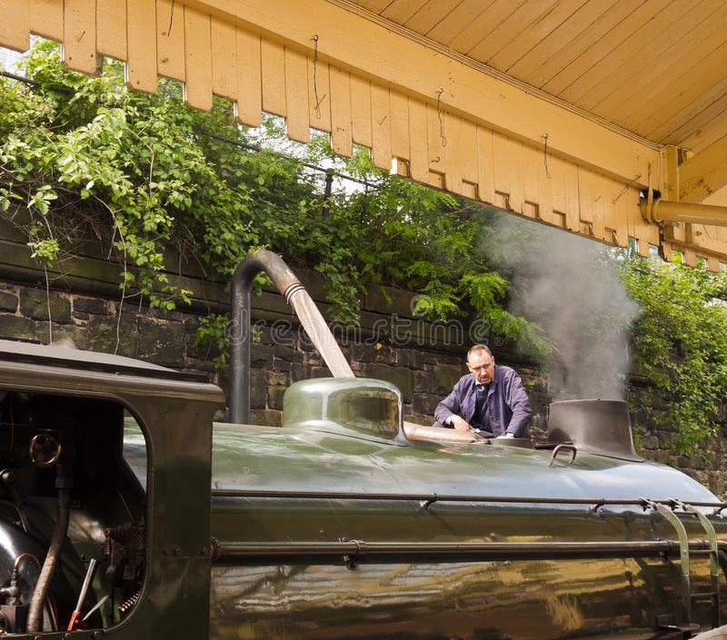Tren del vapor que toma en el agua fotografía de archivo libre de regalías