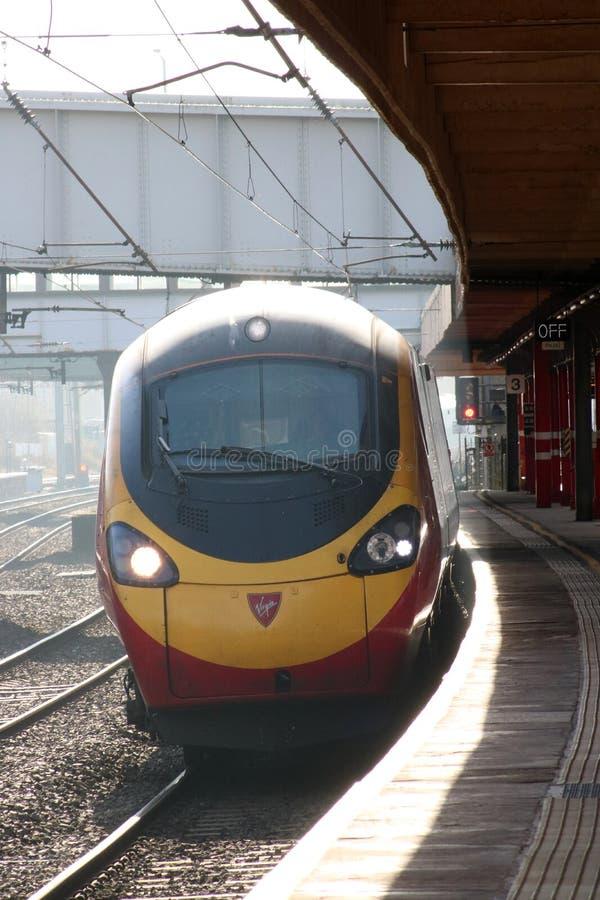 Tren eléctrico Lancaster de llegada del pendolino de la Virgen foto de archivo libre de regalías