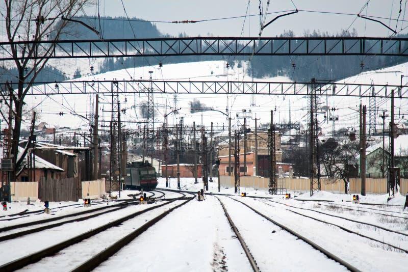 Tren en el ferrocarril imagenes de archivo